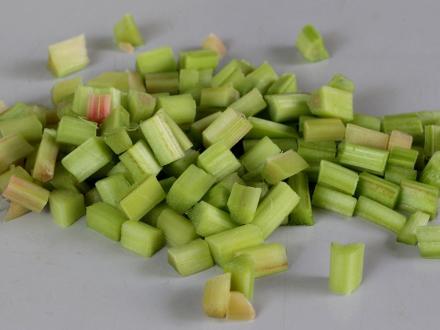 rhubarb-cutted.jpg
