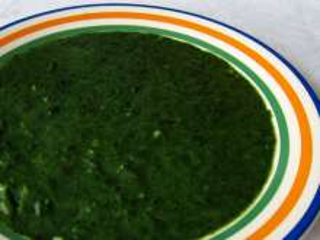 Spinateintopf aus tiefgefrorenem Spinat