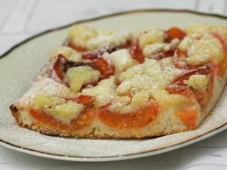 Aprikosenkuchen mit Streusel