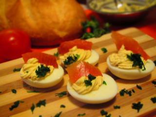 Gefüllte Eier mit Lachs