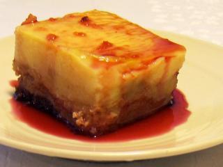 Semmelauflauf mit Äpfeln und Pudding