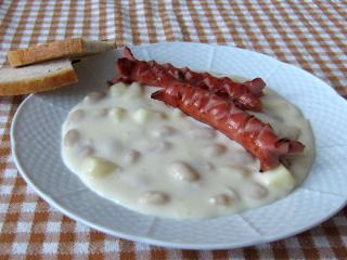 Weiße - Bohnensoße mit Würstchen