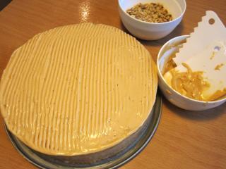 Die Torte kann man nun verzieren :)