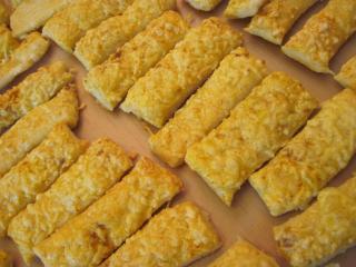 Käsestangen aus Blätterteig