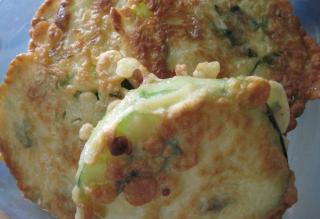 Zucchino im Basilikum-Teig