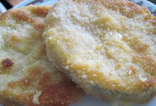 Gebratene Zucchini mit Wurst und Käse