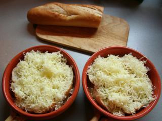 Gebacken mit Baguette und Käse