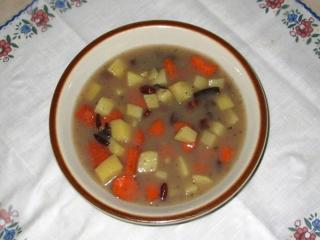 Bohnensuppe mit geräuchertem Fleisch