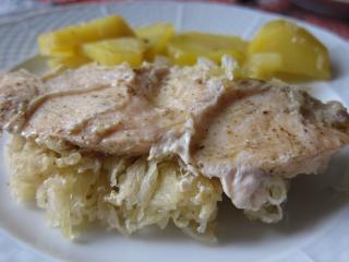 Eingebackene Hühnerbrust mit Sauerkraut