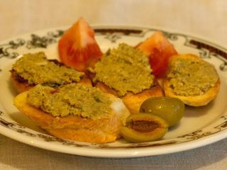 Olivencrostini
