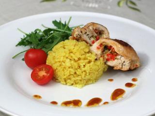 Hühnerbrust gefüllt mit Mozzarella und Basilikum