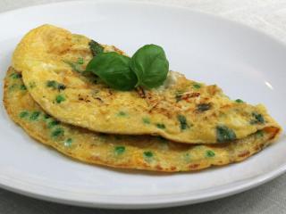 Pfannkuchen mit Erbse, Basilikum und Feta Käse