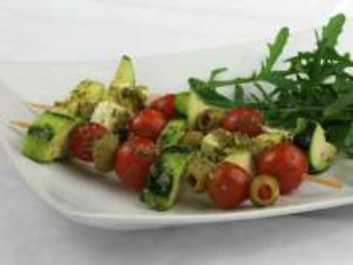 Gegrillte Gemüsespieße mit Pesto