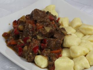 Hinteres Rindfleisch mit Wurzelgemüse