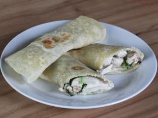 Hausgemachte Tortillas mit Hühner - Spinat - Fülle