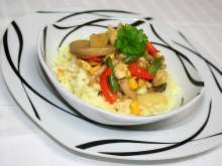 Färbige Fleisch-Gemüse-Pfanne