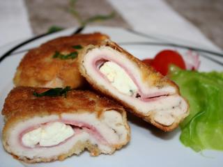 Hühnerbrust gefüllt mit Niva-Käse und Speck.