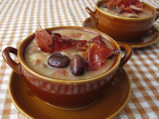 Ackerbohnen - Eintopf mit Speck