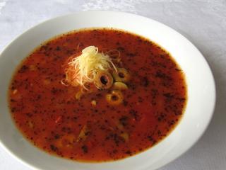 Provenzalische Tomatensuppe mit Oliven