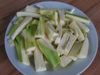 Zucchini Pommes vorbereiten