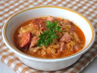 Bäuerliche Sauerkrautsuppe mit Graupen
