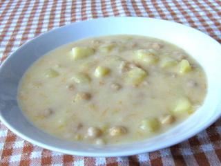 Sauersüße Kartoffel-Kichererbsen-Suppe.