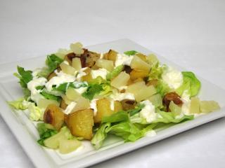 Kaiser-Salat mit gebacken Kartoffeln