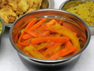 Karotten-Kartoffel-Sabji in Tomatensauce