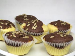 Zweifarbige Muffins mit Quark