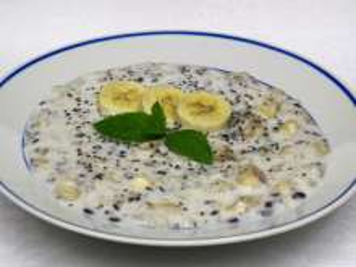 Chia- Gerstenbrei mit Bananen