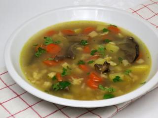 Gemüsesuppe mit Pilzen