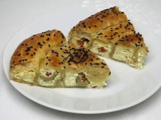 Salziger Käse-Kuchen mit Oliven