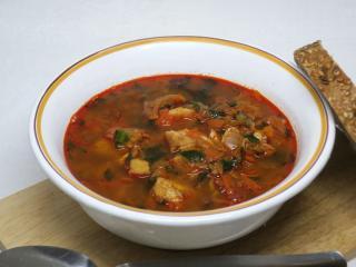 Fischsuppe mit Bärlauch.