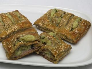 Salzige Kekse aus Getreide-Blätterteig