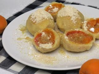 Aprikosenkugeln aus Quarkteig