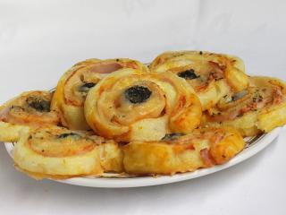 Pizza-Schnecken aus Blätterteig