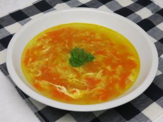 Eiersuppe mit Karotten
