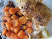 Gebratene Hähnchenschenkel mit Karotten und Rosinen
