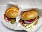 Schneller Hamburger im Brötchen