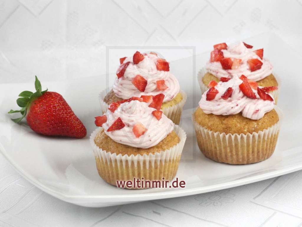 erdbeer cupcakes mit mascarpone frosting rezept. Black Bedroom Furniture Sets. Home Design Ideas