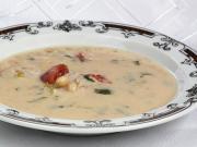 Bohnensuppe mit Tomaten und Fleisch