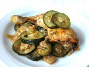 Hühnerschenkel mit Zwiebel und Zucchini