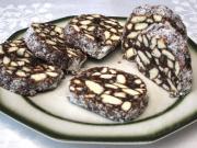 Biskuit-Salami mit Nüssen und Kokos
