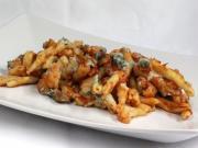 Makkaroni mit Blumenkohl, Champignons und Gorgonzola gebacken