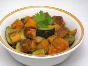 Süßkartoffeln mit Zucchini und indischem Gewürz