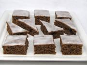 Pflaumenschokoladenkuchen mit Zitronenglasur
