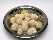 Gekochte Kichererbsenkugeln mit Kokos