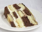 Karierte Mascarpone-Torte mit Bananen