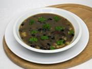 Pilzsuppe mit schwarzen Bohnen